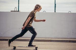 ロングスケートボード(ロンスケ)とは?遊び方や選び方を徹底解説!