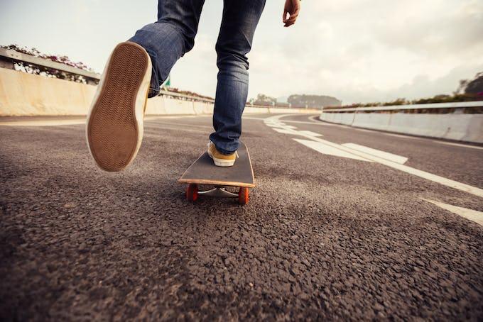 スケートボード デッキテープとは?種類と失敗しない張り方を解説!