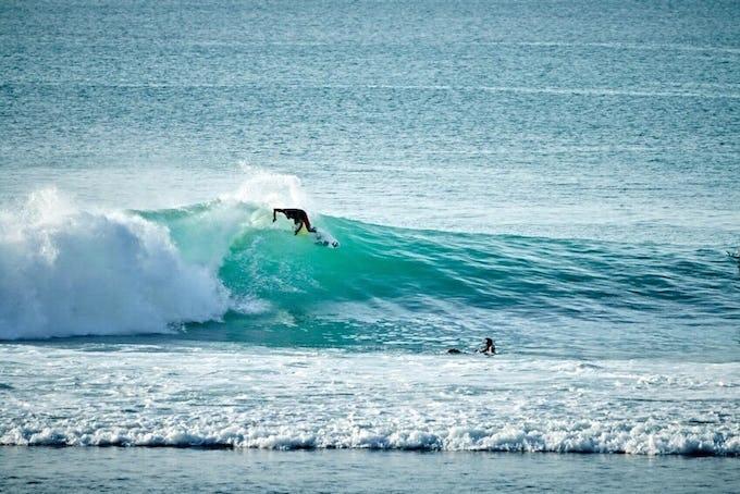 サーフィン アップスのコツとは?やり方と練習方法をご紹介!