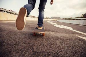 スケートボード(スケボー) 乗り方・曲がり方・止まり方など基本動作を解説!