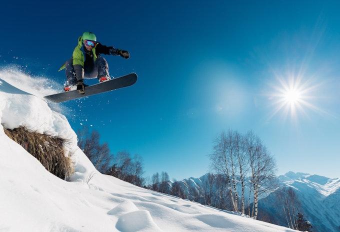スノーボード ヘルメットの選び方は?おすすめの人気ブランドもご紹介!
