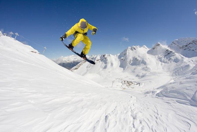 スノーボード 板の種類や選び方とは?初心者おすすめのブランドもご紹介!