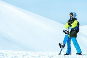 スノーボード コーチジャケットとは?着こなし方やおすすめブランドをご紹介!