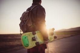 スケートボードの持ち運びはどうしてる?リュック、ケースなどをご紹介