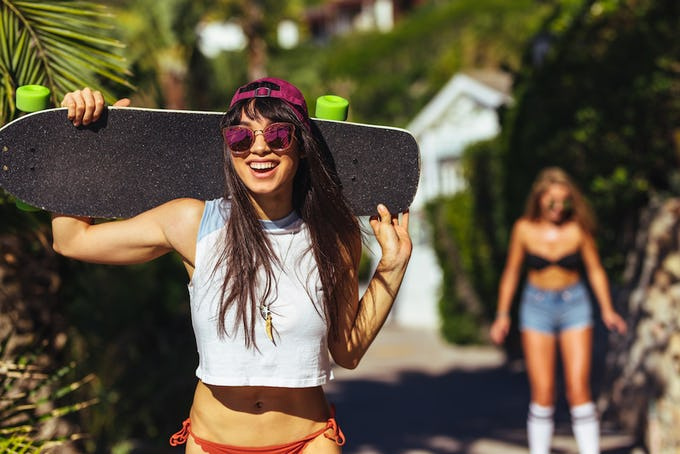 スケートボード クルーザってなに?選び方・種類・おすすめブランドなどをご紹介!