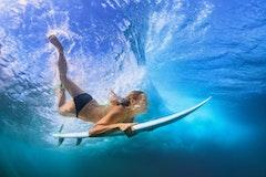 サーフィン上達の近道?!体幹トレーニングの方法などご紹介!