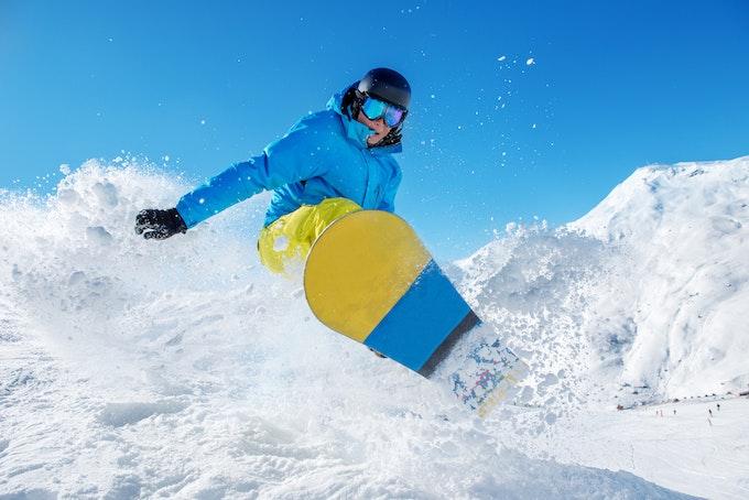 スノーボードの聖地・北海道のパウダースノーで滑りたい!空港別にゲレンデを紹介