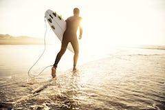 サーフィンウェットスーツの種類とは?定番からレディースまでおすすめのブランドもご紹介!