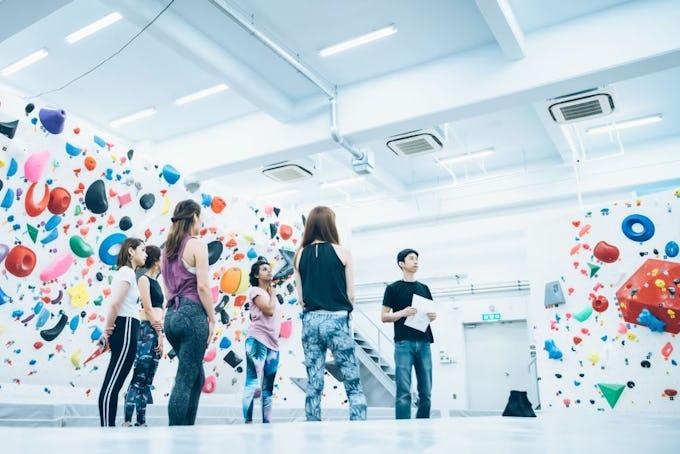 東京・大手町エリア初のボルダリングジムが2019年10月19日(土)にボルダリングコンペを開催