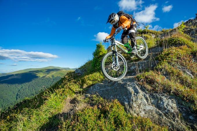 マウンテンバイクのヘルメットどんなのがいいの? 重要性とおすすめのメーカーを紹介!