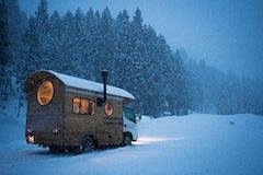 パタゴニア、スキーウェアを修理する「Worn Wear Snow Tour」開催