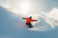 新雪パウダーを上手く滑る、パウダーライディングのポイントとギア選び