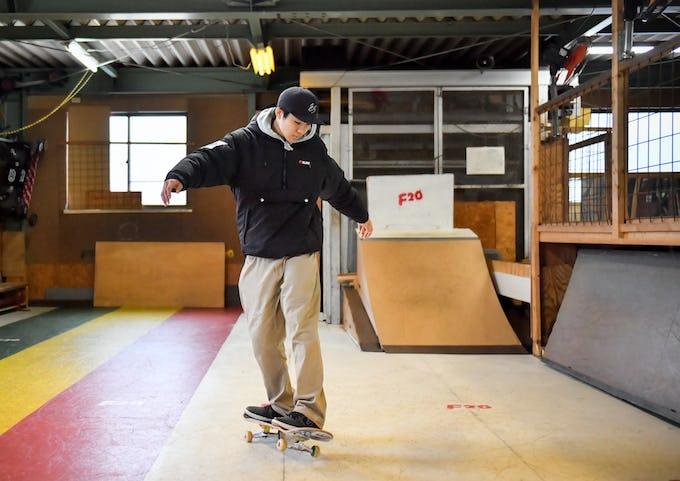 スケートボードHOW TO初心者編 「背中側に回ろう! フロントサイドターン」
