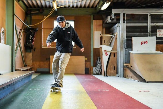 スケートボードHOW TO初心者編 「足を着けずに前進! チクタクにトライ」