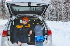 スノーボードトリップで車泊するなら? 冬の雪山でも安心快適車泊術を紹介