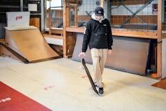スケートボードHOW TO初心者編 「地面からデッキを拾い上げるボードピック」