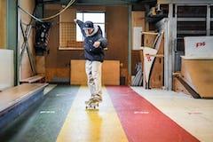 スケートボードHOW TOフラット編 「2輪で前進するマニュアル」