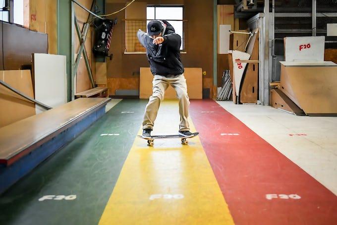 スケートボードHOW TOフラット編 「乗ったまま減速!  パワースライド」