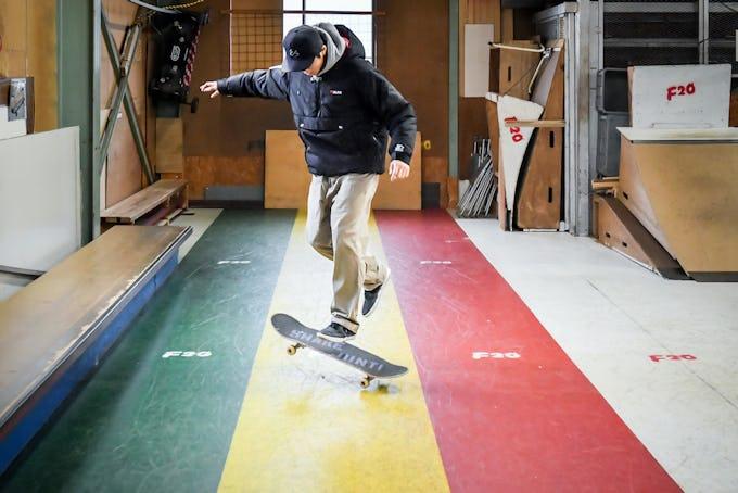スケートボードHOW TOフラット編 「デッキの前後を入れかえるショービット」