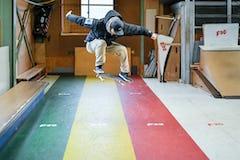 スケートボードHOW TOフラット編 「背中側に半回転。バックサイド180」